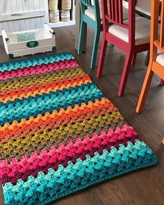 Crochet rug diy home Ideas Crochet Diy, Crochet Home Decor, Crochet Crafts, Yarn Crafts, Crochet Projects, Crochet Rugs, Diy Crafts, Chevrons Au Crochet, Crochet Rug Patterns