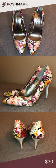 Madden Girl Size 7 Oh Nice Floral Heels These shoes are gorgeous and have hardly any wear! Size 7 Madden Girl by Steve Madden heels in the Oh Nice style with a gorgeous floral pattern. Only slight scuffing on the soles, and a tiny pinhole in the seam on the back of one shoe that isn't even noticeable unless you're looking for it.  Smoke free, cat friendly home. My items are kept in a room the cats can't access.  I ship daily Monday-Friday! Offers accepted through the Make Offers Button…
