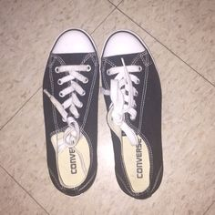 Women converse shoe Worn once! $22 on mercari Converse Shoes