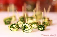#przepis na koreczki cukiniowe czyli jak zrobić koreczki z cukinii - #przekaska na impreze  http://pozytywnakuchnia.pl/koreczki-cukiniowe/  #kuchnia #cukinia