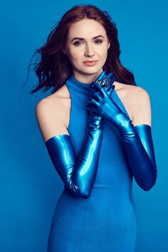 One more pic of the beautiful actress Karen Gillan with her blue electric latex opera gloves. Karen Gillan, Karen Sheila Gillan, Pretty Redhead, Bollywood, Gloves Fashion, Women's Fashion, High Fashion, Amy Pond, Inverness