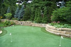 Backyard putting green: Reed Dillon & Associates