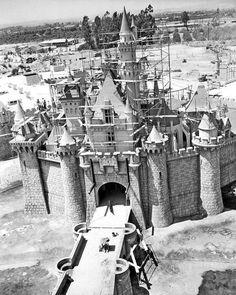 Wonderful And Rare Color Photos Of Disneyland In Castles - 18 amazing rare colour photos disneyland 1955