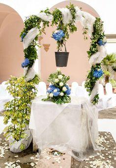Sposarsi all'isola d'Elba - Getting married in Elba - Pozzo nel Chiostro De Laugier allestito con leggero voile, verde e rose bianche e ortensie blu. www.weddinginelba.it www.minervarte.it #allestimento #mare#chiostro #location #elba #weddingdestination #elbaweddings #weddingstyle #weddinginelbaisland #elbalifestyle #weddinginspiration  www.elbaper2.it #weddingideas #creativeweddings #weddingsintuscany Foto Brizzi Studio