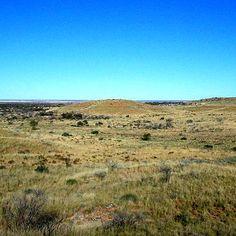 Ким був Альфред Гібсон, в честь якого була названа пустеля Гібсона в Австралії? людиною, яка загинула в пустелі! Пустеля Гібсона була названа Ернестом Джайлсом, мандрівником, чия експедиція вперше перетнула Австралію. Мало що відомо про Альфреда Гібсона, який відокремився від експедиції і загубився - залишився тільки короткий опис його зовнішності.