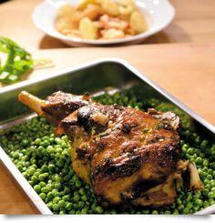 Αρνίσιο μπούτι με δυόσμο και αρακά στο φούρνο Meat, Chicken, Food, Gourmet, Essen, Meals, Yemek, Eten, Cubs