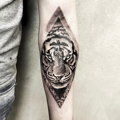 Diamond-shaped tiger tattoo by Stefano Cataldo