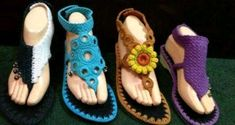 E estilo sem fim esses sapatinhos em crochê Crochet Boots, Love Crochet, Crochet Clothes, Crochet Baby, Knit Crochet, Crochet Flip Flops, Bonnet Crochet, Flipflops, Crochet Barefoot Sandals