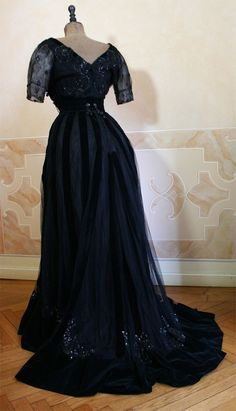 Evening dress, ca 1906, Abiti Antichi (photo 2)