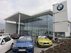 BMW and Mini Dealership in Leeds (Great Britain) / Salon samochodowy BMW i Mini w Leeds (Wielka Brytania).