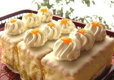 Intr-o ora poti prepara un desert fin si delicios pentru intreaga familie. Ingrediente -2 portocale -5 oua -250 g zahar pudra -250 g faina -1 plic praf de copt Fun Desserts, Delicious Desserts, Dessert Recipes, Yummy Food, Dessert Ideas, Romanian Desserts, Romanian Food, Hungarian Cake, Cupcakes