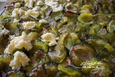 švestkový koláč s drobenkou. Recept na kynutý švestkový koláč. Koláč ze švestek. Kynutý koláč na plech. Drobenka, žmolenka, posypka. Kynuté těsto recept. Sprouts, Vegetables, Food, Veggie Food, Brussels Sprouts, Vegetable Recipes, Meals, Veggies, Kale