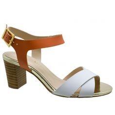 Sandália Stéphanie Classic Couro Branco e Laranja. Fivela ajustável dourada para facilitar o calce. Forro e palmilha bege, debrum e biqueira...