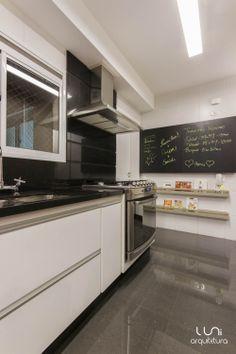 Apartamento Campo Belo / Luni Arquitetura #kitchen #cozinha #blackboard