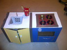 Cardboard kitchen - top view Cardboard Kitchen, Cardboard Crafts, Diy Kids Kitchen, Kitchen Tops, Top View, Diy Projects, Kitchen Desks, Handyman Projects, Handmade Crafts