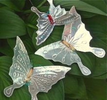 Awesome punched tin butterflies with tutorial.  Website also has other creature tutorials such as seahorses, birds, turtles, etc. Very Cute - could use these as ornaments on a tree, lawn art, or package embellishments.