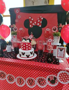 Red and black Minnie Mouse birthday party! See more party ideas at ! Minnie Mouse 1st Birthday, Minnie Mouse Theme, Minnie Mouse Baby Shower, Theme Mickey, Mickey Party, Pirate Party, Mouse Parties, 2nd Birthday Parties, Birthday Ideas