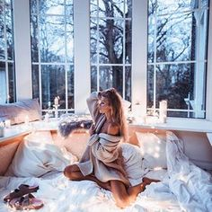 When I'm not at the beach 🏝 I love ❤️ rainy days with a cozy blanket . Bouidor Photography, Boudoir Photography Poses, Boudior Poses, Bedroom Photography, Boudoir Pics, Boudior Outfits, Shotting Photo, Lingerie Photos, Foto Pose