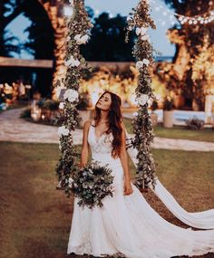 Meu melhor look do dia: Meu vestido de noiva. No balanço de flores mais incrível. Instagram: @viihrocha
