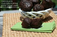 Even my daughter loved these! Chocolate Zucchini Muffins - Low Calorie Low Fat Healthy Breakfast or Snack Recipe (Low Calorie Bake Goods) Low Calorie Muffins, No Calorie Foods, Healthy Muffins, Low Calorie Recipes, Healthy Treats, Yummy Treats, Köstliche Desserts, Healthy Desserts, Delicious Desserts