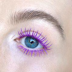 Purple Mascara, Colored Mascara, Colorful Eye Makeup, Simple Makeup, Makeup Trends, Makeup Inspo, Fun Makeup, Childrens Makeup, Blue Eyes Aesthetic