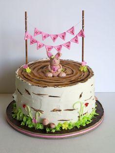 idée pour un gateau anniversaire 1 an fille en forme de souche de bouleau recouvert de glaçage crème au beurre