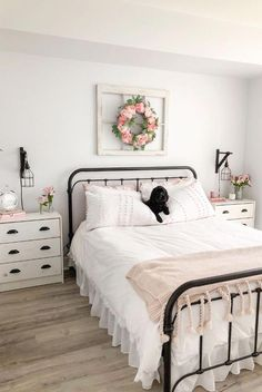 TOUR - BEDROOM DESIGN A completed bedroom design makeover that is super budget friendly and a gorgeous farmhouse design.A completed bedroom design makeover that is super budget friendly and a gorgeous farmhouse design. Farmhouse Bedroom Decor, Home Decor Bedroom, Farmhouse Design, Rustic Farmhouse, Design Bedroom, Modern Bedroom, Farmhouse Style, Farmhouse Furniture, Rustic Furniture