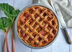 Rabarbertærte - nem opskrift på tærte med flettet låg - madenimitliv.dk Sweet Tarts, Baked Goods, A Food, Waffles, Snacks, Breakfast, Budget, Backen, Thrifting