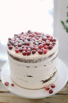 Berry And Cranberry Ideas For Winter HappyWedd #Merci #Wedding #Cake less is more