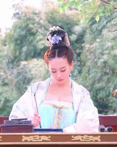 Hanfu:traditional Chinese costume. Zhang Junning in 'Empress of China'.