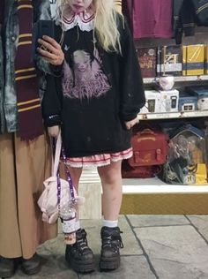 #pastelgoth #pastelgothstyly #pastelgothfashion #creepycute #creepycutefashion #creepycutestyle #softgrunge #softgoth #pastelgrunge #darkkawaii #darkaaesthetic #witchyvibes Aesthetic Grunge Outfit, Aesthetic Fashion, Look Fashion, Aesthetic Clothes, Korean Fashion, Goth Aesthetic, Alternative Mode, Alternative Outfits, Alternative Fashion