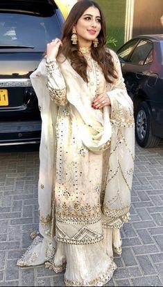 Girl Fashion : New fashion girls Nikkah Dress, Pakistani Formal Dresses, Shadi Dresses, Pakistani Wedding Outfits, Pakistani Dress Design, Bridal Outfits, Indian Dresses, Indian Outfits, Eid Outfits