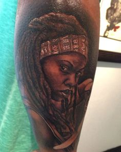 Looking forward to The Walking Dead premiere? Take a look at these Walking Dead tattoos in the meantime. Tatuaje The Walking Dead, Walking Dead Tattoo, Michonne Walking Dead, Face Tattoos, Sleeve Tattoos, Tattoo Ink, Arm Tattoo, Tatoos, Celtic Tattoo Symbols