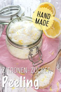 Peeling selber machen: Zitronen-Zucker-Peeling für Körper & Gesicht Peel it yourself: The lemon-sugar peeling is made quickly, smells wonderfully refreshing lemon and the top is, it costs only a fract Sugar Scrub Diy, Diy Scrub, Neutrogena, Diy Lush, Zucker Schrubben Diy, Diy Peeling, Lemon Sugar, Baking Soda Uses, Beauty Recipe