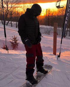 Un coucher de soleil vu du parc District 5 #skirelais #lerelais #skisnowlerelais #parclerelais #district5 #skiregram📸 @charlesamyot_ Canada Goose Jackets, Winter Jackets, Instagram, Fashion, Park, Sun, Winter Coats, Moda, Winter Vest Outfits