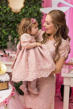 Vestido LUXO Tal Mãe Tal Filha Rose no Elo7 | Pri Kids Modas (CDC595) Mom Daughter Matching Dresses, Mom And Baby Dresses, Flower Girl Dresses, Mother Daughter Fashion, Baby Girl Pictures, Birthday Dresses, Kids Fashion, Girl Outfits, Girls Dresses Sewing