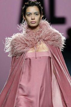 Moda Madrid, Velvet Fashion, Dusty Rose, Decor Styles, Fur Coat, Fall, Jackets, Beautiful, Frames