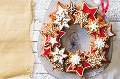 The perfect Christmas centrepiece – a gorgeous edible wreath made with spiced gingerbread biscuits.