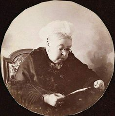 Queen Victoria rarely seen wearing glasses Queen Victoria Family, Queen Victoria Prince Albert, Victoria Reign, Royal Photography, Victorian Photography, Royal Family Trees, Reine Victoria, Royal Uk, British Royal Families