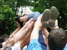 Es gibt eine große Anzahl Teambuilding Spiele für Erwachsene für große und kleine Gruppen. Hier finden Sie einige der schönsten und wirkungsvollsten.