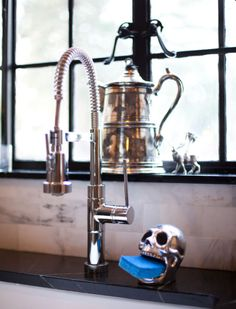 sink and sponge holder (HomeGoods) via Houzz Art Et Design, Skull Design, Goth Home, Sponge Holder, Skull Decor, Gothic House, Gothic Castle, Gothic Home Decor, Home And Deco
