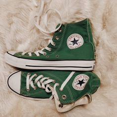 The most iconic, ever. Green Converse High Tops, High Top Converse Outfits, Converse Style, Converse Sneakers, High Top Sneakers, Galaxy Converse, Converse Chuck, Cheap Womens Shoes, Green Shoes