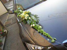 Impression for a White Wedding - Amazing Share Wedding Car Decorations, Flower Decorations, Wedding Cars, Fall Chalkboard, Bridal Car, Greek Wedding, Amazing Flowers, Rustic Wedding, Wedding Flowers