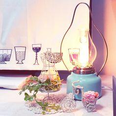 テレビボードの上のトルソーとお花とアロマランプ♡