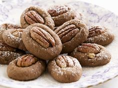 Zimt-Pecan-Plätzchen - smarter - Kalorien: 71 Kcal - Zeit: 45 Min. | eatsmarter.de Pecan Cookies, Xmas Cookies, Cake Cookies, Pecan Recipes, Sweet Recipes, Baking Recipes, Holiday Baking, Christmas Baking, Cupcake Recipes