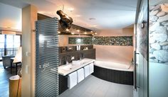 Badezimmer in einer Junior Suite Deluxe im Wellnesshotel Alpine Palace in Saalbach Hinterglemm