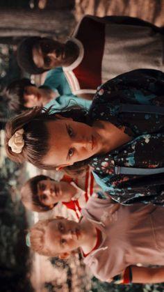 Stranger Things Wallpaper i wall papers Stranger Things Actors, Stranger Things Aesthetic, Stranger Things Season 3, Stranger Things Funny, Eleven Stranger Things, Stranger Things Netflix, Wallpaper Images Hd, Wallpaper Backgrounds, Dance Wallpaper