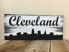 Cleveland Skyline Sign, Hand Painted, Reclaimed Pallet wood by QuinnsHomemadeCrafts on Etsy Cleveland Skyline, Cleveland Art, Cleveland Tattoo, Skyline Painting, Skyline Art, Wood Pallet Signs, Pallet Art, Wood Signs, Canvas Artwork