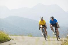 76123572 Easy-access download Germany, Bavaria, near Walchensee, young couple mountain biking By: Westend61 - Michael Reusse Collection: Brand X Pictures - Westend61 - Michael Reusse / Brand X Pictures / Getty Images