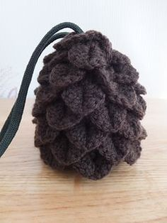 Free pattern. This little dice bag looks like a dragon egg complete with dragon scales.